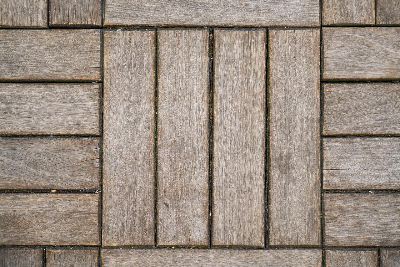 Drewno na lata. Deski drewniane polimerowe – podłogi drewniane i z polimeru Gdańsk