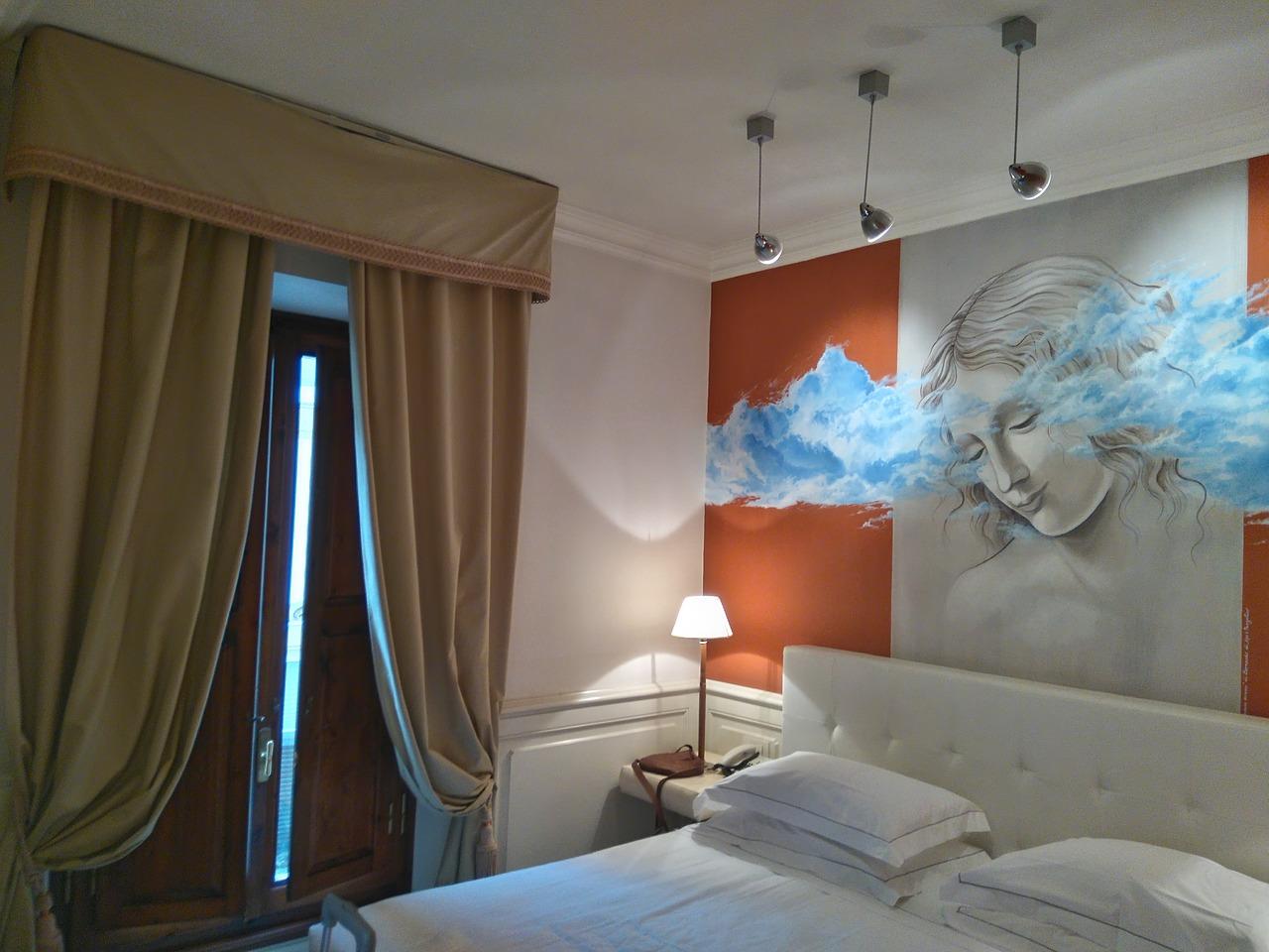 Sypialnia naszych snów. Urządzenie sypialni:  obrazy, lampa sufitowa do sypialni