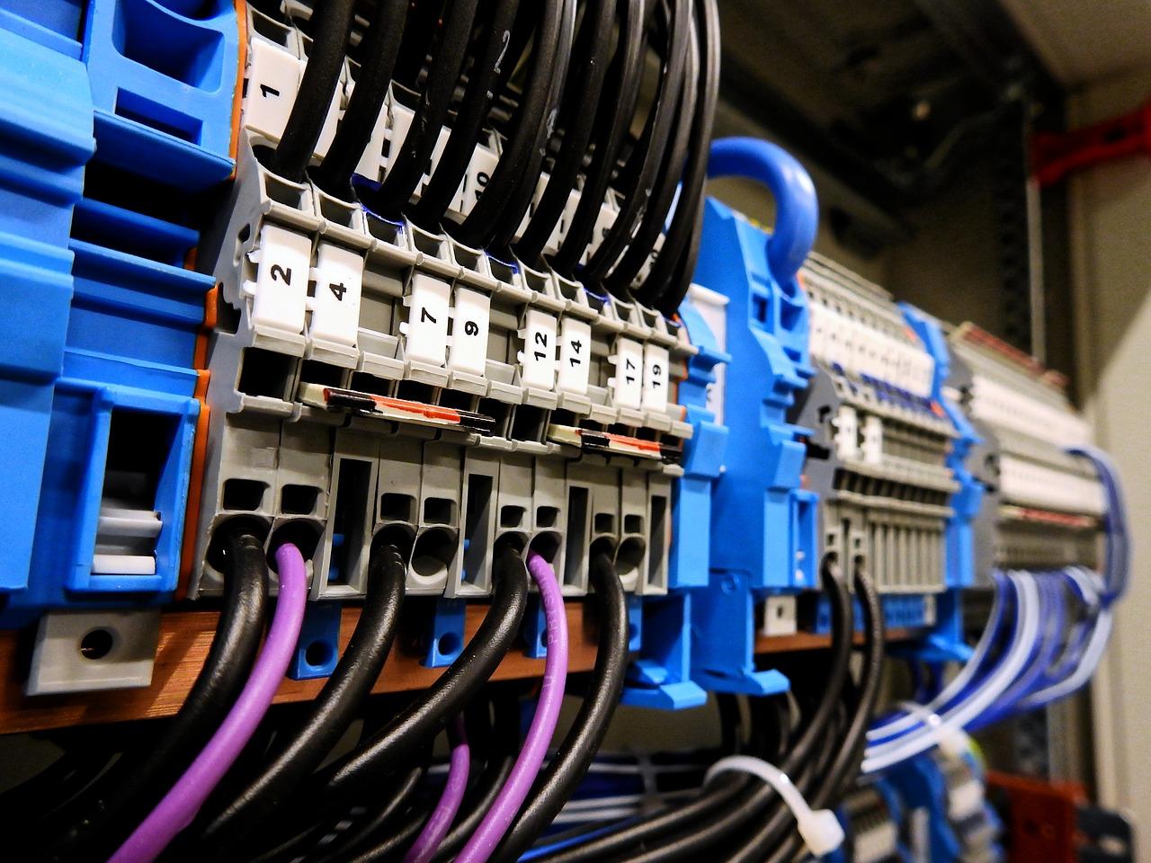 Pomiary instalacji elektrycznej. Dlaczego są ważne i kto jest za nie odpowiedzialny?